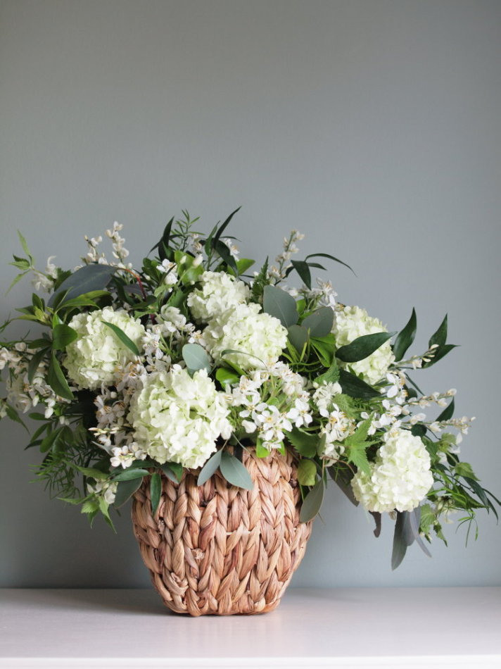 Luxurious white table centerpiece | Limewood Flowers | Lincolnshire wedding florist | Event florist | eco florist